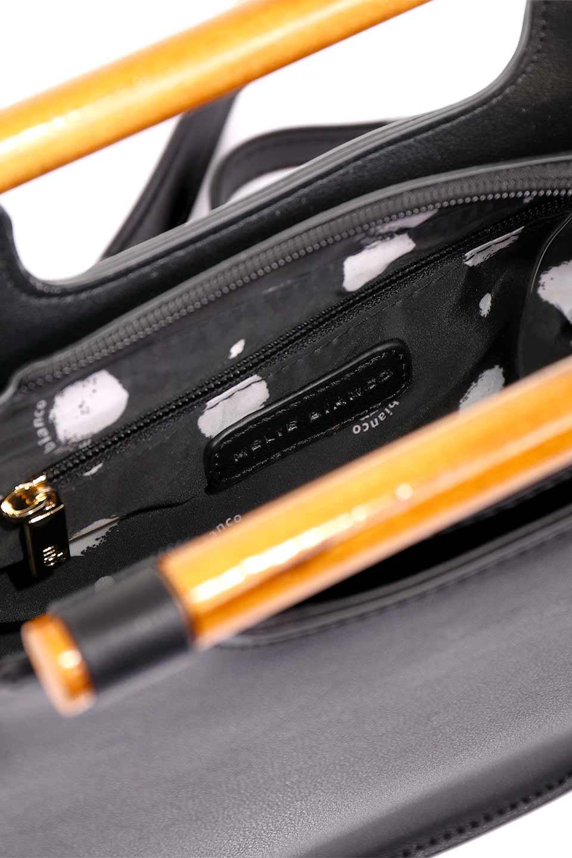 meliebiancoのIrene(Black)ウッドハンドル・ラウンドバッグ/海外ファッション好きにオススメのインポートバッグとかばん、MelieBianco(メリービアンコ)のバッグやハンドバッグ。木製の持ち手がシックで可愛いショルダータイプのラウンドバッグ。小ぶりに見えますがマチ幅もあり見た目以上の収納力があります。/main-13