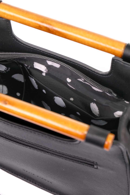 meliebiancoのIrene(Black)ウッドハンドル・ラウンドバッグ/海外ファッション好きにオススメのインポートバッグとかばん、MelieBianco(メリービアンコ)のバッグやハンドバッグ。木製の持ち手がシックで可愛いショルダータイプのラウンドバッグ。小ぶりに見えますがマチ幅もあり見た目以上の収納力があります。/main-14