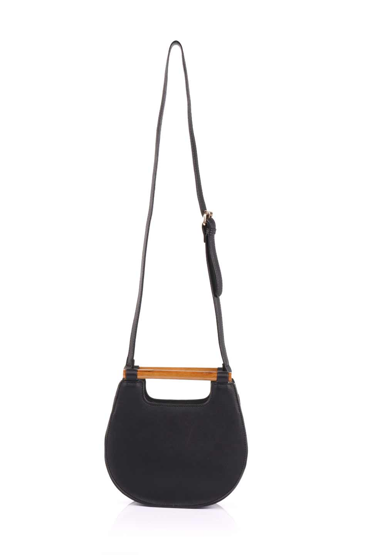 meliebiancoのIrene(Black)ウッドハンドル・ラウンドバッグ/海外ファッション好きにオススメのインポートバッグとかばん、MelieBianco(メリービアンコ)のバッグやハンドバッグ。木製の持ち手がシックで可愛いショルダータイプのラウンドバッグ。小ぶりに見えますがマチ幅もあり見た目以上の収納力があります。/main-9