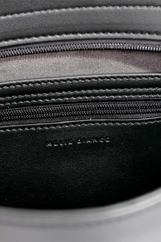 meliebiancoのEmery(Black)スクエアシルエット・ハンドバッグ/海外ファッション好きにオススメのインポートバッグとかばん、MelieBianco(メリービアンコ)のバッグやハンドバッグ。スッキリデザインのシンプルハンドバッグ。iPadなら縦でも横でもOK。/main-13
