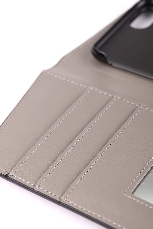 STARRYのSimple+(Black)//foriPhoneX,8,7,6s,6/iPhoneケースのレディースブランド、STARRY(スターリー)のテックアクセサリーや。モダンなデザインで大人っぽさを感じるiPhoneケース。ブラックは艶やかなエコレザーを、カーキはシックなベロア調の素材を使用しています。/main-12