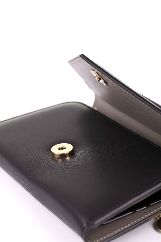 STARRYのSimple+(Black)//foriPhoneX,8,7,6s,6/iPhoneケースのレディースブランド、STARRY(スターリー)のテックアクセサリーや。モダンなデザインで大人っぽさを感じるiPhoneケース。ブラックは艶やかなエコレザーを、カーキはシックなベロア調の素材を使用しています。/main-9