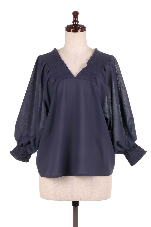 ShirredVNeckBalloonSleeveblouseバルーンスリーブブラウス大人カジュアルに最適な海外ファッションのothers(その他インポートアイテム)のトップスやシャツ・ブラウス。ドルマン風のゆったりとした袖が特徴の春ブラウス。背中から胸にかけてのシャーリングで動きやすいアイテムです。/main-15