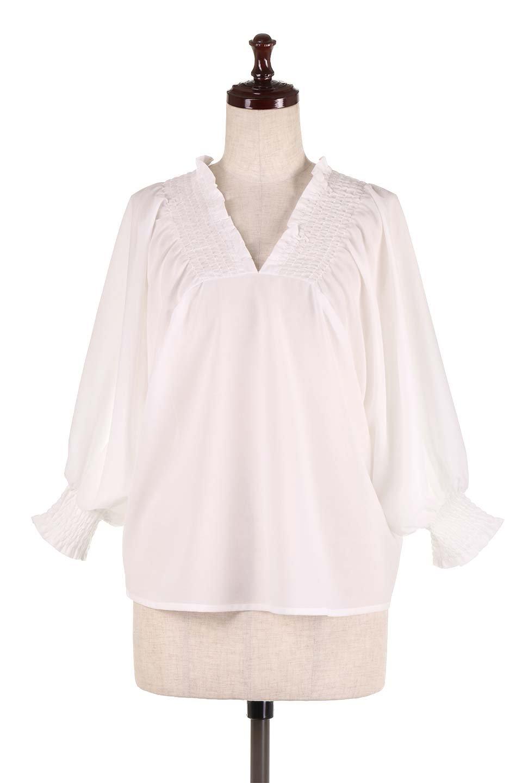 ShirredVNeckBalloonSleeveblouseバルーンスリーブブラウス大人カジュアルに最適な海外ファッションのothers(その他インポートアイテム)のトップスやシャツ・ブラウス。ドルマン風のゆったりとした袖が特徴の春ブラウス。背中から胸にかけてのシャーリングで動きやすいアイテムです。/main-5