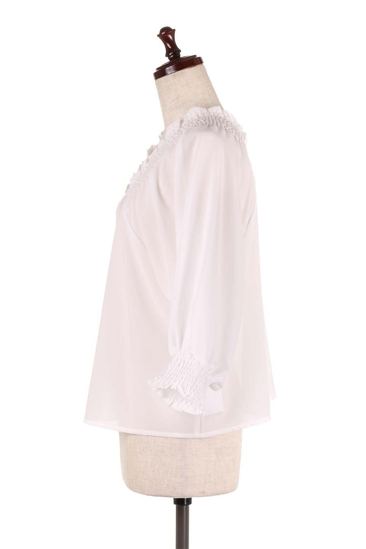 ShirredVNeckBalloonSleeveblouseバルーンスリーブブラウス大人カジュアルに最適な海外ファッションのothers(その他インポートアイテム)のトップスやシャツ・ブラウス。ドルマン風のゆったりとした袖が特徴の春ブラウス。背中から胸にかけてのシャーリングで動きやすいアイテムです。/main-7
