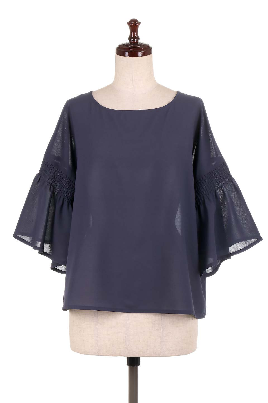FlaredSleeveBlouseフレアスリーブ・シャーリングブラウス大人カジュアルに最適な海外ファッションのothers(その他インポートアイテム)のトップスやシャツ・ブラウス。ひらひらのフレアスリーブと透け感のある生地の春夏ブラウス。広がった袖口と絞りすぎないシャーリングがポイントのブラウスです。/main-15