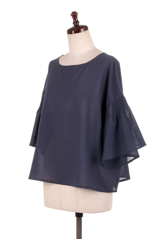 FlaredSleeveBlouseフレアスリーブ・シャーリングブラウス大人カジュアルに最適な海外ファッションのothers(その他インポートアイテム)のトップスやシャツ・ブラウス。ひらひらのフレアスリーブと透け感のある生地の春夏ブラウス。広がった袖口と絞りすぎないシャーリングがポイントのブラウスです。/main-16