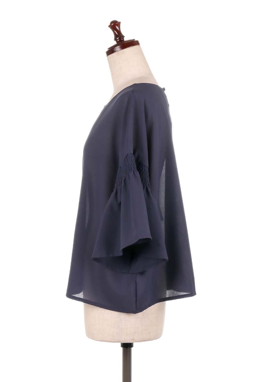 FlaredSleeveBlouseフレアスリーブ・シャーリングブラウス大人カジュアルに最適な海外ファッションのothers(その他インポートアイテム)のトップスやシャツ・ブラウス。ひらひらのフレアスリーブと透け感のある生地の春夏ブラウス。広がった袖口と絞りすぎないシャーリングがポイントのブラウスです。/main-17