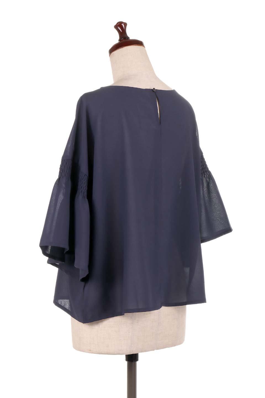 FlaredSleeveBlouseフレアスリーブ・シャーリングブラウス大人カジュアルに最適な海外ファッションのothers(その他インポートアイテム)のトップスやシャツ・ブラウス。ひらひらのフレアスリーブと透け感のある生地の春夏ブラウス。広がった袖口と絞りすぎないシャーリングがポイントのブラウスです。/main-18