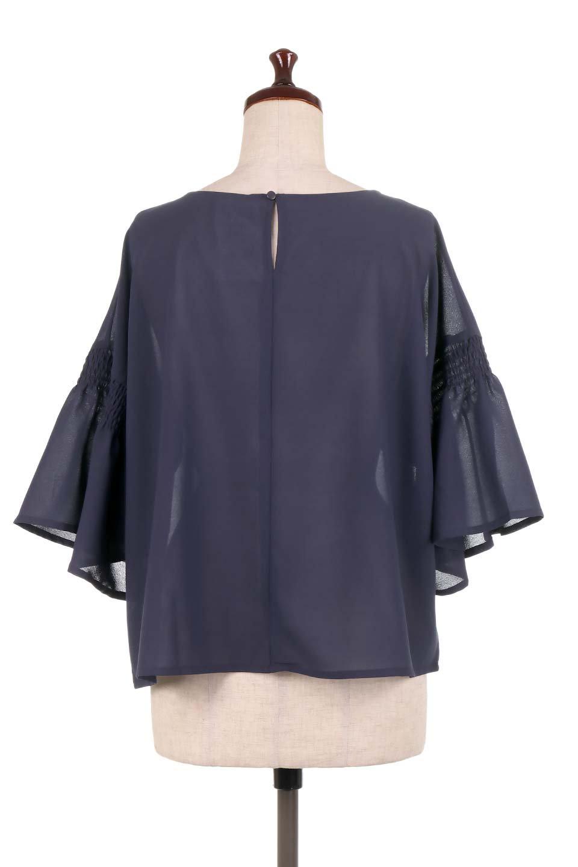 FlaredSleeveBlouseフレアスリーブ・シャーリングブラウス大人カジュアルに最適な海外ファッションのothers(その他インポートアイテム)のトップスやシャツ・ブラウス。ひらひらのフレアスリーブと透け感のある生地の春夏ブラウス。広がった袖口と絞りすぎないシャーリングがポイントのブラウスです。/main-19