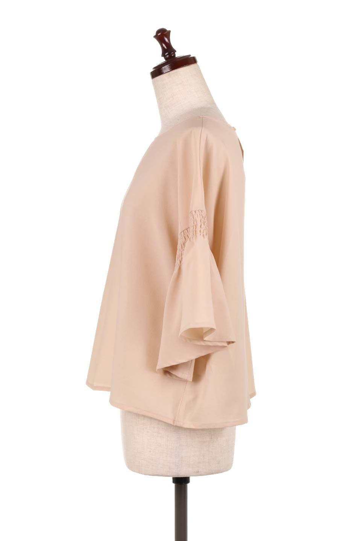 FlaredSleeveBlouseフレアスリーブ・シャーリングブラウス大人カジュアルに最適な海外ファッションのothers(その他インポートアイテム)のトップスやシャツ・ブラウス。ひらひらのフレアスリーブと透け感のある生地の春夏ブラウス。広がった袖口と絞りすぎないシャーリングがポイントのブラウスです。/main-7