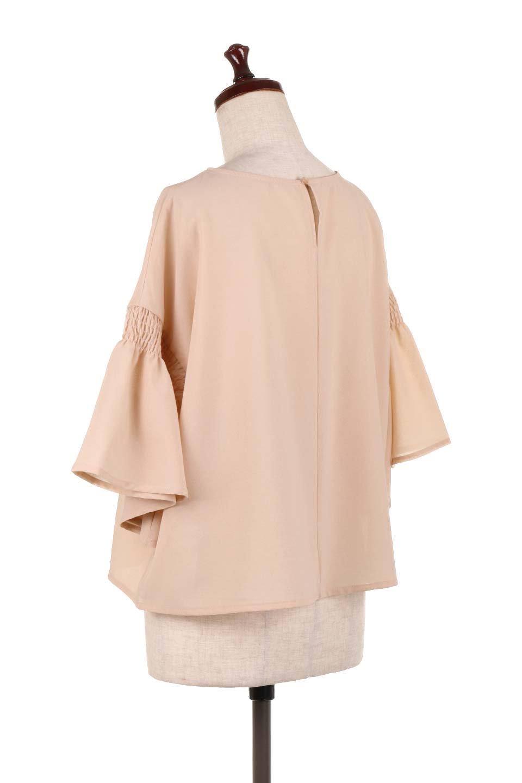 FlaredSleeveBlouseフレアスリーブ・シャーリングブラウス大人カジュアルに最適な海外ファッションのothers(その他インポートアイテム)のトップスやシャツ・ブラウス。ひらひらのフレアスリーブと透け感のある生地の春夏ブラウス。広がった袖口と絞りすぎないシャーリングがポイントのブラウスです。/main-8