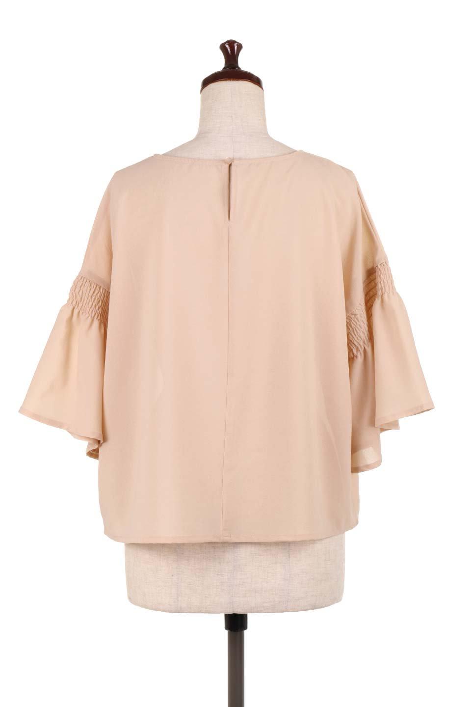 FlaredSleeveBlouseフレアスリーブ・シャーリングブラウス大人カジュアルに最適な海外ファッションのothers(その他インポートアイテム)のトップスやシャツ・ブラウス。ひらひらのフレアスリーブと透け感のある生地の春夏ブラウス。広がった袖口と絞りすぎないシャーリングがポイントのブラウスです。/main-9