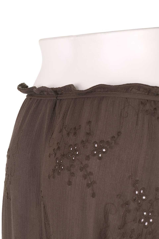 LOVESTITCHのZadieWrapSkirt総刺繍・マキシラップスカート/海外ファッションが好きな大人カジュアルのためのLOVESTITCH(ラブステッチ)のボトムやスカート。大人の夏コーデで活躍しそうなマキシ丈のラップスカート。控え目ながら全体に入った刺繍が「ちょっと高そう」感を匂わせます。/main-12