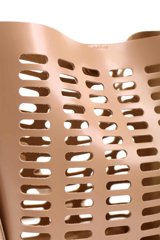 meliebiancoのMercer(Nude)ポーチ付きパテントショルダーバッグ/海外ファッション好きにオススメのインポートバッグとかばん、MelieBianco(メリービアンコ)のバッグやショルダーバッグ。艶やかなパテントビーガンレザーを使用したショルダーバッグ。艶とメッシュの涼しげなバッグです。/main-14