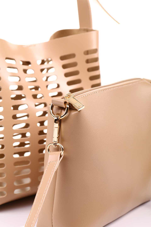 meliebiancoのMercer(Nude)ポーチ付きパテントショルダーバッグ/海外ファッション好きにオススメのインポートバッグとかばん、MelieBianco(メリービアンコ)のバッグやショルダーバッグ。艶やかなパテントビーガンレザーを使用したショルダーバッグ。艶とメッシュの涼しげなバッグです。/main-18