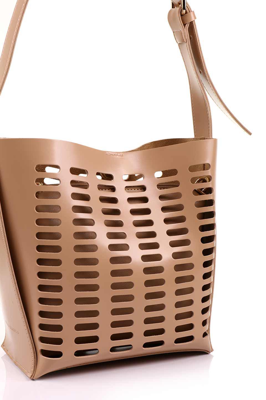 meliebiancoのMercer(Nude)ポーチ付きパテントショルダーバッグ/海外ファッション好きにオススメのインポートバッグとかばん、MelieBianco(メリービアンコ)のバッグやショルダーバッグ。艶やかなパテントビーガンレザーを使用したショルダーバッグ。艶とメッシュの涼しげなバッグです。/main-9
