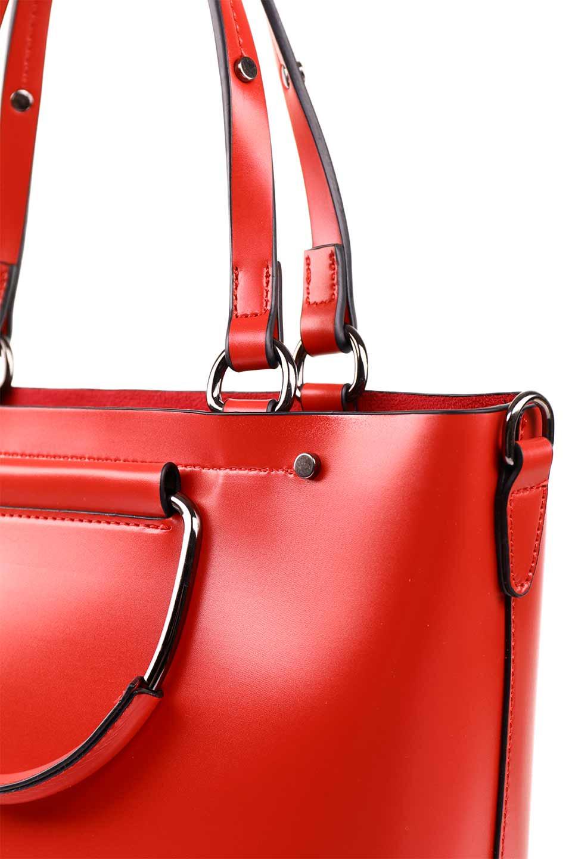 meliebiancoのBlanche(Red)グロスレザー・3WAYハンドバッグ/海外ファッション好きにオススメのインポートバッグとかばん、MelieBianco(メリービアンコ)のバッグやハンドバッグ。しっとりとしたグロスタイプのビーガンレザーを使用した高級感あふれるハンドバッグ。予約の時より店頭で実物をご覧になった方達に人気があるバッグです。/main-15