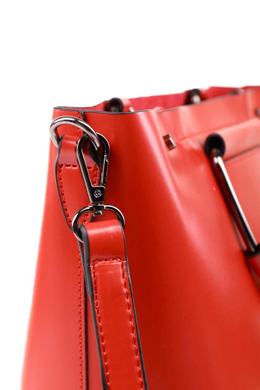 meliebiancoのBlanche(Red)グロスレザー・3WAYハンドバッグ/海外ファッション好きにオススメのインポートバッグとかばん、MelieBianco(メリービアンコ)のバッグやハンドバッグ。しっとりとしたグロスタイプのビーガンレザーを使用した高級感あふれるハンドバッグ。予約の時より店頭で実物をご覧になった方達に人気があるバッグです。/main-17