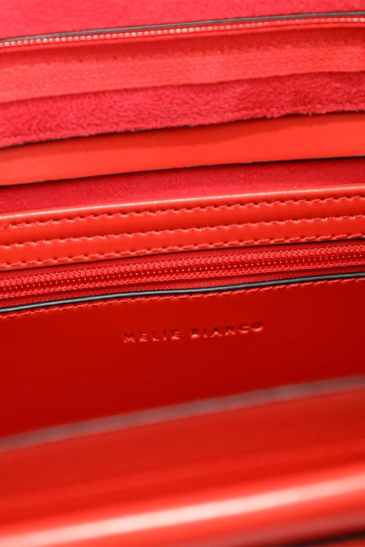 meliebiancoのBlanche(Red)グロスレザー・3WAYハンドバッグ/海外ファッション好きにオススメのインポートバッグとかばん、MelieBianco(メリービアンコ)のバッグやハンドバッグ。しっとりとしたグロスタイプのビーガンレザーを使用した高級感あふれるハンドバッグ。予約の時より店頭で実物をご覧になった方達に人気があるバッグです。/main-19