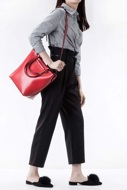 meliebiancoのBlanche(Red)グロスレザー・3WAYハンドバッグ/海外ファッション好きにオススメのインポートバッグとかばん、MelieBianco(メリービアンコ)のバッグやハンドバッグ。しっとりとしたグロスタイプのビーガンレザーを使用した高級感あふれるハンドバッグ。予約の時より店頭で実物をご覧になった方達に人気があるバッグです。/main-7