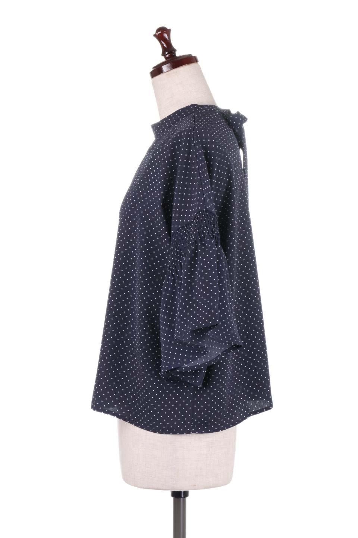 FlareSleeveDottedBlouseドットプリント・フレアスリーブブラウス大人カジュアルに最適な海外ファッションのothers(その他インポートアイテム)のトップスやシャツ・ブラウス。ヒラヒラのフレアスリーブが可愛い水玉模様のブラウス。ドットの柄が小さ目なので子供っぽくならないので人気があります。/main-12