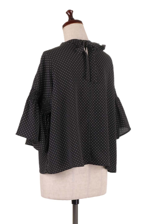 FlareSleeveDottedBlouseドットプリント・フレアスリーブブラウス大人カジュアルに最適な海外ファッションのothers(その他インポートアイテム)のトップスやシャツ・ブラウス。ヒラヒラのフレアスリーブが可愛い水玉模様のブラウス。ドットの柄が小さ目なので子供っぽくならないので人気があります。/main-18