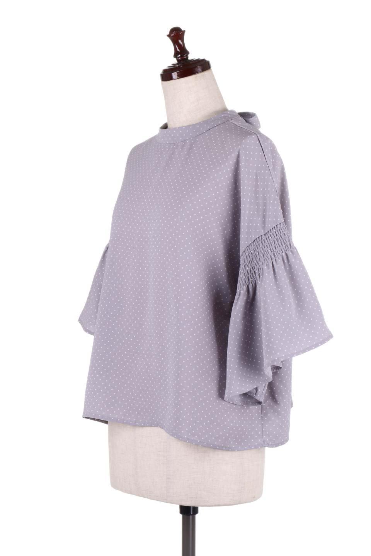 FlareSleeveDottedBlouseドットプリント・フレアスリーブブラウス大人カジュアルに最適な海外ファッションのothers(その他インポートアイテム)のトップスやシャツ・ブラウス。ヒラヒラのフレアスリーブが可愛い水玉模様のブラウス。ドットの柄が小さ目なので子供っぽくならないので人気があります。/main-6