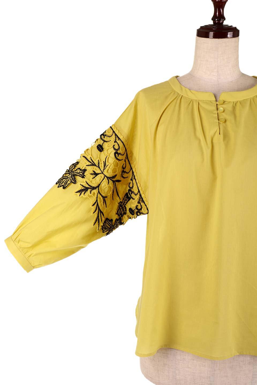 CutworkSleeveBlouseカットワーク・プルオーバーブラウス大人カジュアルに最適な海外ファッションのothers(その他インポートアイテム)のトップスやシャツ・ブラウス。袖のカットワークレースがポイントのゆったりブラウス。絶妙な丈の長さでボトムを選ばない便利アイテムです。/main-20