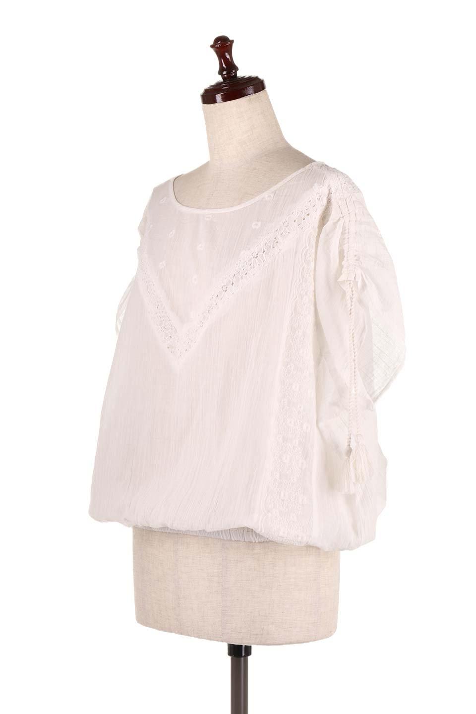 LOVESTITCHのAnyaTop(Whtie)刺繍入りコットンガーゼブラウス/海外ファッションが好きな大人カジュアルのためのLOVESTITCH(ラブステッチ)のトップスやシャツ・ブラウス。ボヘミアンテイストのショート丈コットンガーゼブラウス。ガーゼの透け感が上品で夏らしいアイテム。/main-1