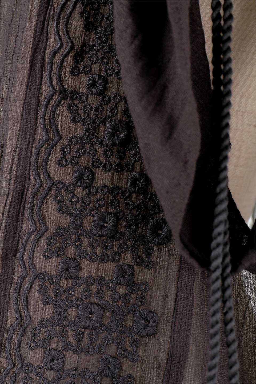 LOVESTITCHのAnyaTop(Whtie)刺繍入りコットンガーゼブラウス/海外ファッションが好きな大人カジュアルのためのLOVESTITCH(ラブステッチ)のトップスやシャツ・ブラウス。ボヘミアンテイストのショート丈コットンガーゼブラウス。ガーゼの透け感が上品で夏らしいアイテム。/main-15