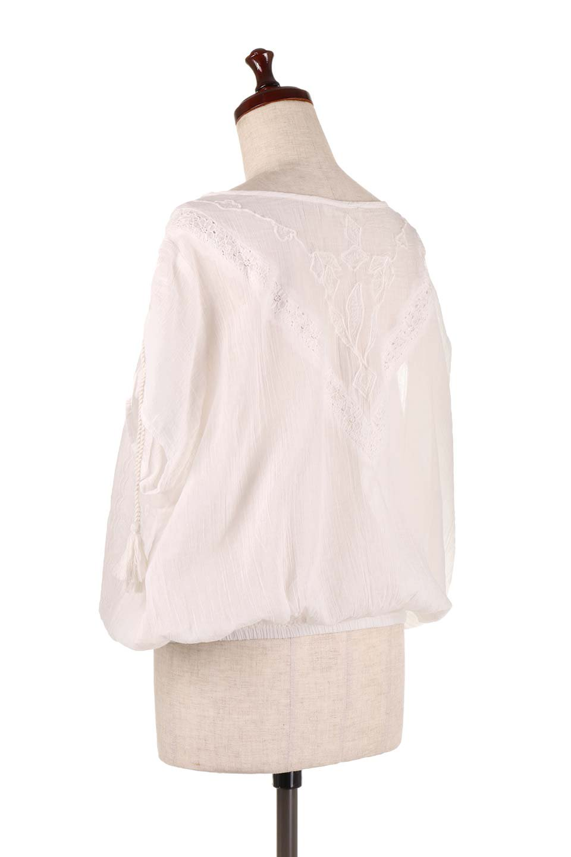 LOVESTITCHのAnyaTop(Whtie)刺繍入りコットンガーゼブラウス/海外ファッションが好きな大人カジュアルのためのLOVESTITCH(ラブステッチ)のトップスやシャツ・ブラウス。ボヘミアンテイストのショート丈コットンガーゼブラウス。ガーゼの透け感が上品で夏らしいアイテム。/main-3