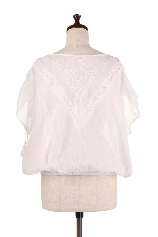LOVESTITCHのAnyaTop(Whtie)刺繍入りコットンガーゼブラウス/海外ファッションが好きな大人カジュアルのためのLOVESTITCH(ラブステッチ)のトップスやシャツ・ブラウス。ボヘミアンテイストのショート丈コットンガーゼブラウス。ガーゼの透け感が上品で夏らしいアイテム。/main-4