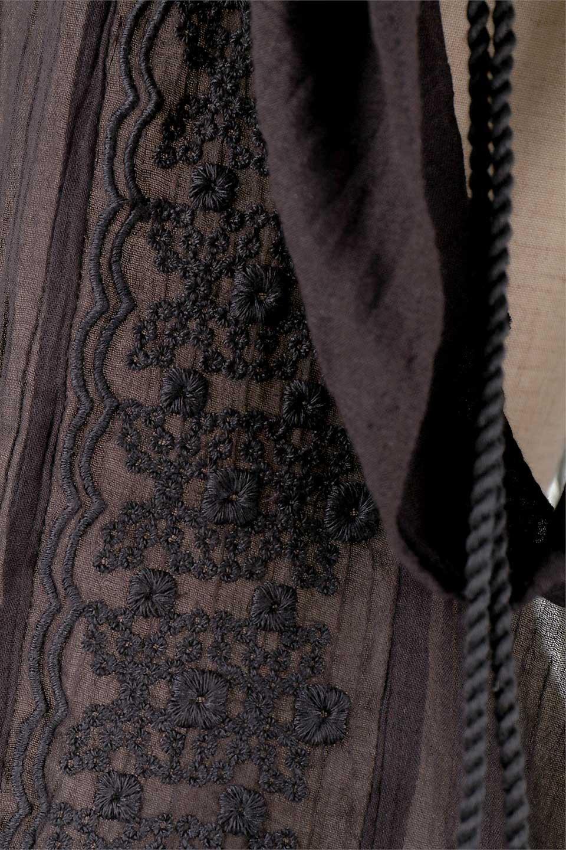 LOVESTITCHのAnyaTop(Black)刺繍入りコットンガーゼブラウス/海外ファッションが好きな大人カジュアルのためのLOVESTITCH(ラブステッチ)のトップスやシャツ・ブラウス。ボヘミアンテイストのショート丈コットンガーゼブラウス。ガーゼの透け感が上品で夏らしいアイテム。/main-16