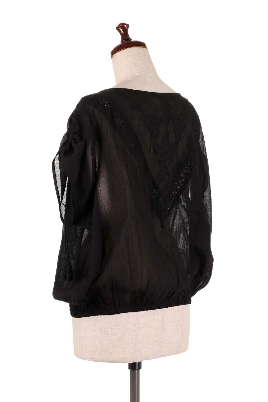 LOVESTITCHのAnyaTop(Black)刺繍入りコットンガーゼブラウス/海外ファッションが好きな大人カジュアルのためのLOVESTITCH(ラブステッチ)のトップスやシャツ・ブラウス。ボヘミアンテイストのショート丈コットンガーゼブラウス。ガーゼの透け感が上品で夏らしいアイテム。/main-3