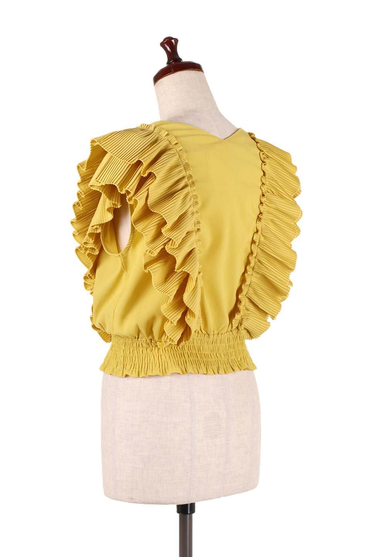 PleatedFrillingBlouseプリーツフリルブラウス大人カジュアルに最適な海外ファッションのothers(その他インポートアイテム)のトップスやシャツ・ブラウス。細かいプリーツのフリルが可愛いショート丈のブラウス。胸から肩をまたいで腰の部分までボリュームたっぷりのフリルが特徴。/main-13