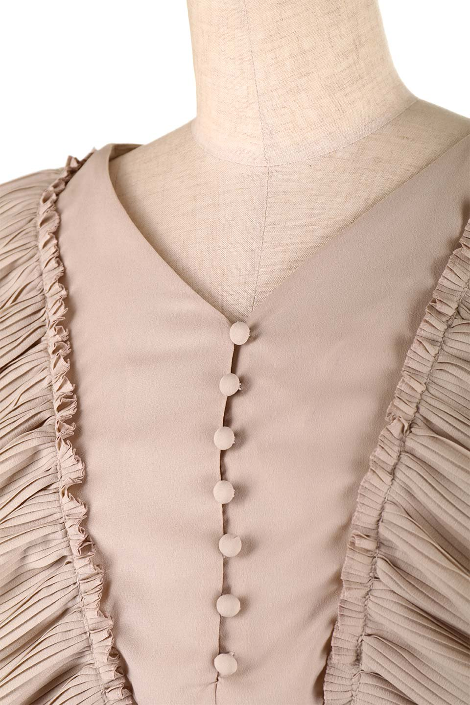 PleatedFrillingBlouseプリーツフリルブラウス大人カジュアルに最適な海外ファッションのothers(その他インポートアイテム)のトップスやシャツ・ブラウス。細かいプリーツのフリルが可愛いショート丈のブラウス。胸から肩をまたいで腰の部分までボリュームたっぷりのフリルが特徴。/main-21