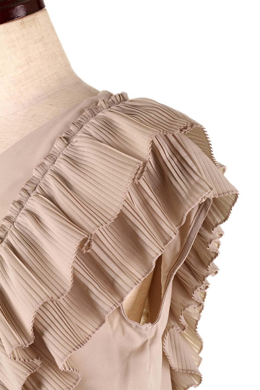 PleatedFrillingBlouseプリーツフリルブラウス大人カジュアルに最適な海外ファッションのothers(その他インポートアイテム)のトップスやシャツ・ブラウス。細かいプリーツのフリルが可愛いショート丈のブラウス。胸から肩をまたいで腰の部分までボリュームたっぷりのフリルが特徴。/main-22