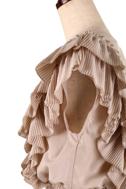 PleatedFrillingBlouseプリーツフリルブラウス大人カジュアルに最適な海外ファッションのothers(その他インポートアイテム)のトップスやシャツ・ブラウス。細かいプリーツのフリルが可愛いショート丈のブラウス。胸から肩をまたいで腰の部分までボリュームたっぷりのフリルが特徴。/main-23