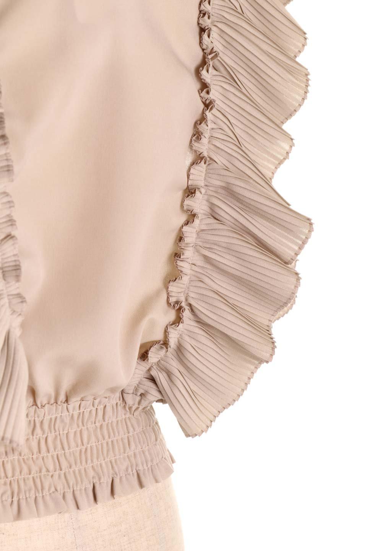 PleatedFrillingBlouseプリーツフリルブラウス大人カジュアルに最適な海外ファッションのothers(その他インポートアイテム)のトップスやシャツ・ブラウス。細かいプリーツのフリルが可愛いショート丈のブラウス。胸から肩をまたいで腰の部分までボリュームたっぷりのフリルが特徴。/main-26