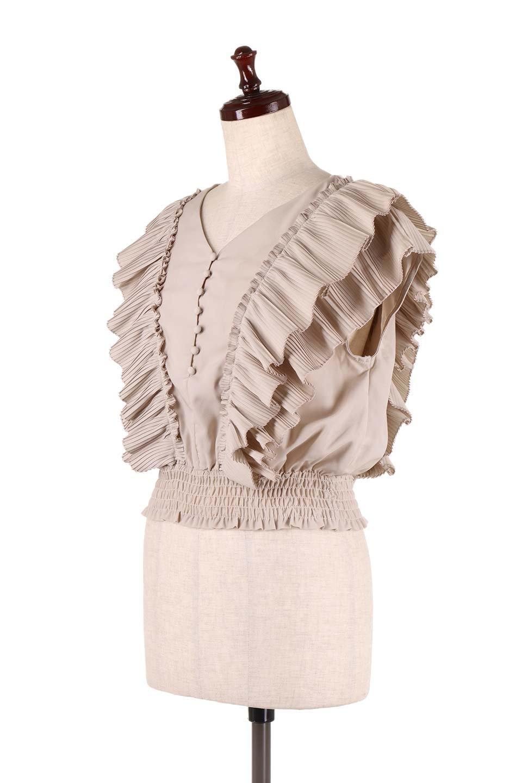 PleatedFrillingBlouseプリーツフリルブラウス大人カジュアルに最適な海外ファッションのothers(その他インポートアイテム)のトップスやシャツ・ブラウス。細かいプリーツのフリルが可愛いショート丈のブラウス。胸から肩をまたいで腰の部分までボリュームたっぷりのフリルが特徴。/main-6