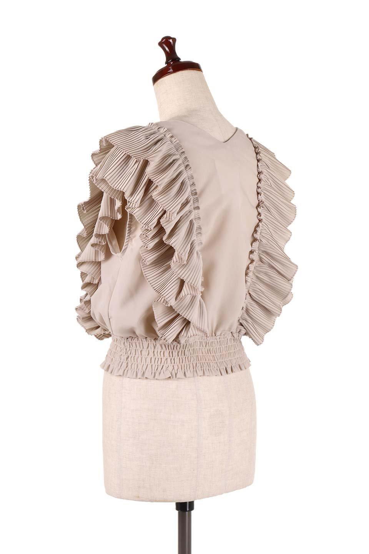 PleatedFrillingBlouseプリーツフリルブラウス大人カジュアルに最適な海外ファッションのothers(その他インポートアイテム)のトップスやシャツ・ブラウス。細かいプリーツのフリルが可愛いショート丈のブラウス。胸から肩をまたいで腰の部分までボリュームたっぷりのフリルが特徴。/main-8