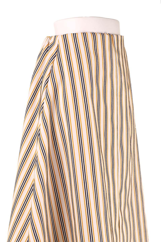Multi-ColorStripedDobbySkirtマルチカラーストライプ・ミディ丈スカート大人カジュアルに最適な海外ファッションのothers(その他インポートアイテム)のボトムやスカート。爽やかなストライプが綺麗なMidi丈スカート。重くなりがちな丈の長さですが、細身のストライプですっきり着こなせます。/main-15