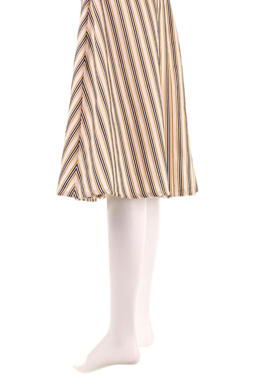 Multi-ColorStripedDobbySkirtマルチカラーストライプ・ミディ丈スカート大人カジュアルに最適な海外ファッションのothers(その他インポートアイテム)のボトムやスカート。爽やかなストライプが綺麗なMidi丈スカート。重くなりがちな丈の長さですが、細身のストライプですっきり着こなせます。/main-20