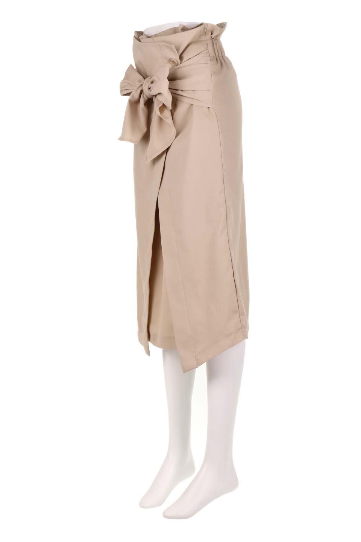RibbonTiedAsymmetricalSkirtアシメントリー・リボンスカート大人カジュアルに最適な海外ファッションのothers(その他インポートアイテム)のボトムやスカート。フロントの大きなリボンがアクセントのアシメントリースカート。タイト目のスカートを両サイドから包み込むようなデザインです。/main-11
