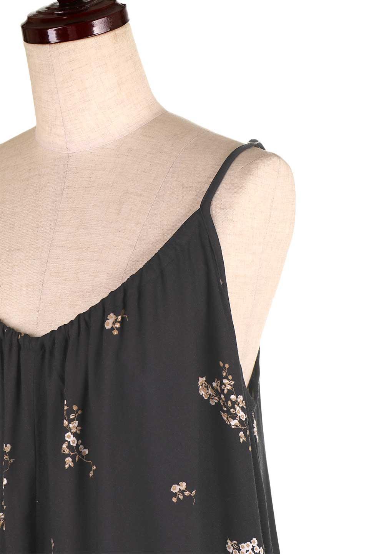 LOVESTITCHのCameliaJumpsuitクロップド・ガウチョジャンプスーツ/海外ファッションが好きな大人カジュアルのためのLOVESTITCH(ラブステッチ)のボトムやロンパース類。落ち着いたイメージのシックな花柄キャミジャンプスーツ。控えめな単色の花柄のモノトーンで大人のリラックスコーデに最適。/main-12