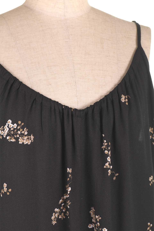 LOVESTITCHのCameliaJumpsuitクロップド・ガウチョジャンプスーツ/海外ファッションが好きな大人カジュアルのためのLOVESTITCH(ラブステッチ)のボトムやロンパース類。落ち着いたイメージのシックな花柄キャミジャンプスーツ。控えめな単色の花柄のモノトーンで大人のリラックスコーデに最適。/main-13