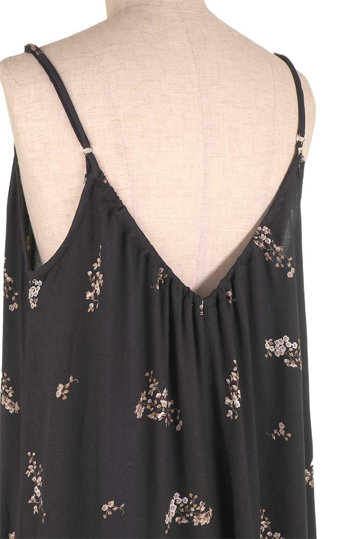 LOVESTITCHのCameliaJumpsuitクロップド・ガウチョジャンプスーツ/海外ファッションが好きな大人カジュアルのためのLOVESTITCH(ラブステッチ)のボトムやロンパース類。落ち着いたイメージのシックな花柄キャミジャンプスーツ。控えめな単色の花柄のモノトーンで大人のリラックスコーデに最適。/main-14