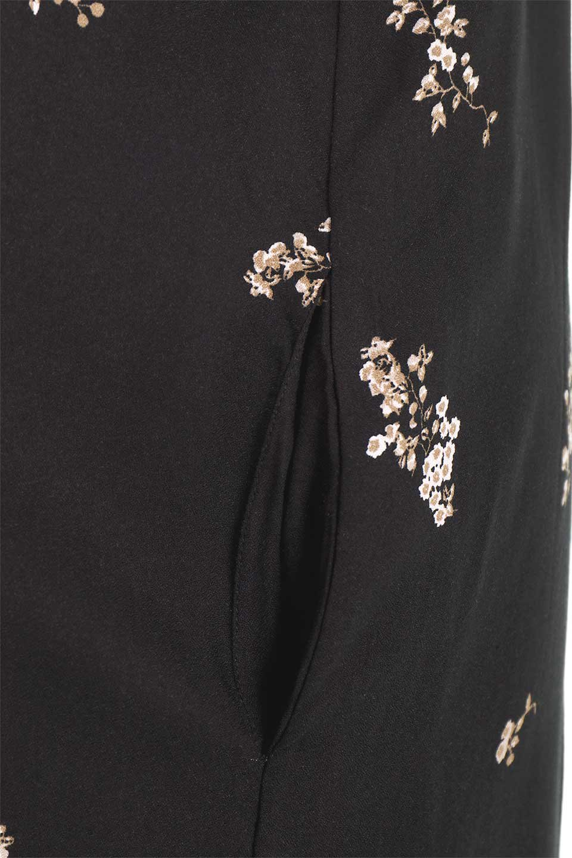 LOVESTITCHのCameliaJumpsuitクロップド・ガウチョジャンプスーツ/海外ファッションが好きな大人カジュアルのためのLOVESTITCH(ラブステッチ)のボトムやロンパース類。落ち着いたイメージのシックな花柄キャミジャンプスーツ。控えめな単色の花柄のモノトーンで大人のリラックスコーデに最適。/main-17