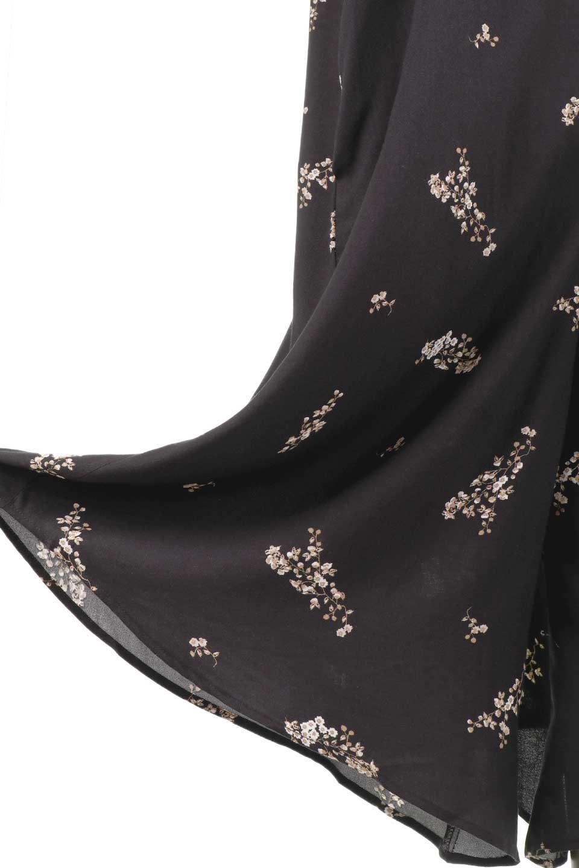 LOVESTITCHのCameliaJumpsuitクロップド・ガウチョジャンプスーツ/海外ファッションが好きな大人カジュアルのためのLOVESTITCH(ラブステッチ)のボトムやロンパース類。落ち着いたイメージのシックな花柄キャミジャンプスーツ。控えめな単色の花柄のモノトーンで大人のリラックスコーデに最適。/main-18